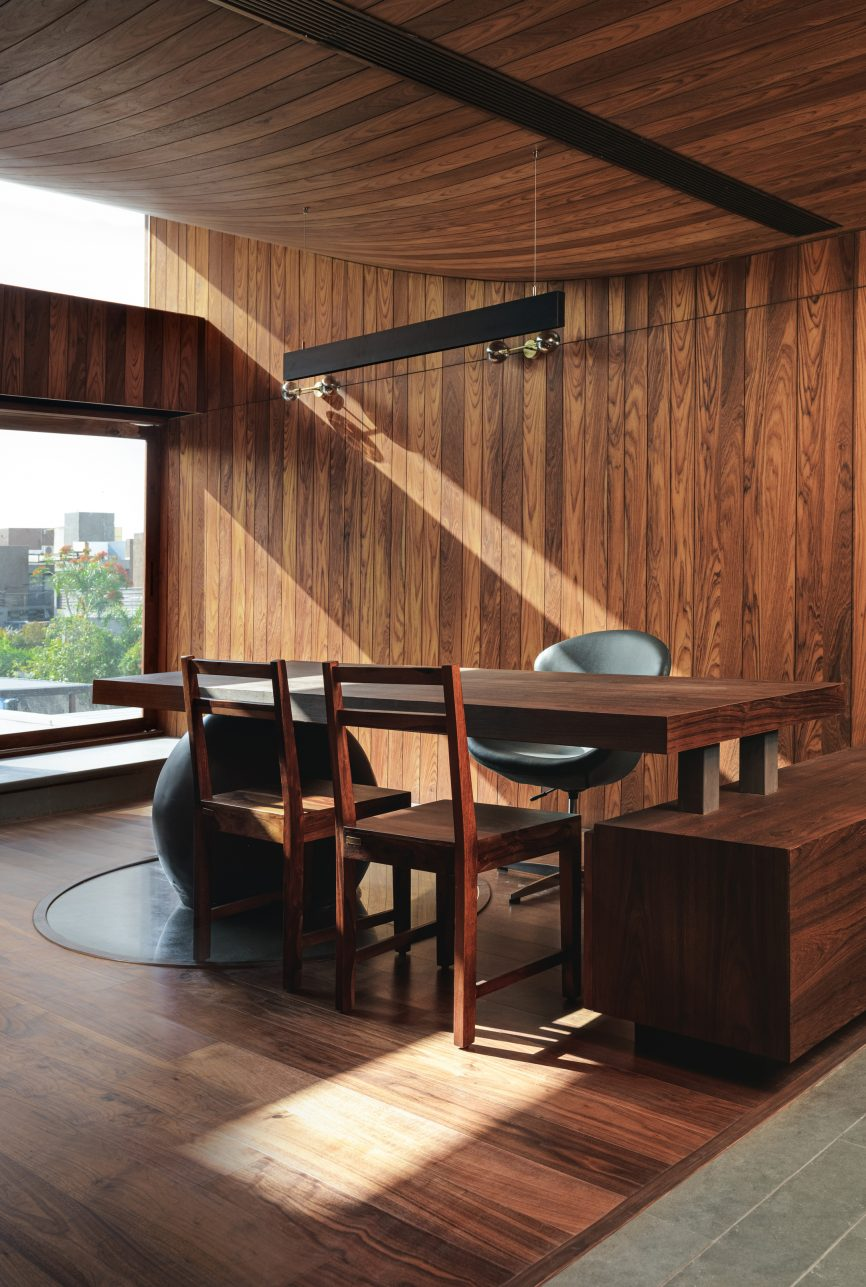 Ahmedabad home earthy architecture photos 4 4 866x1287 1